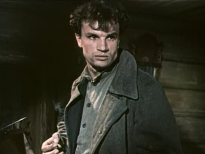 Евгений Урбанский в фильме *Коммунист*, 1957   Фото: kino-teatr.ru