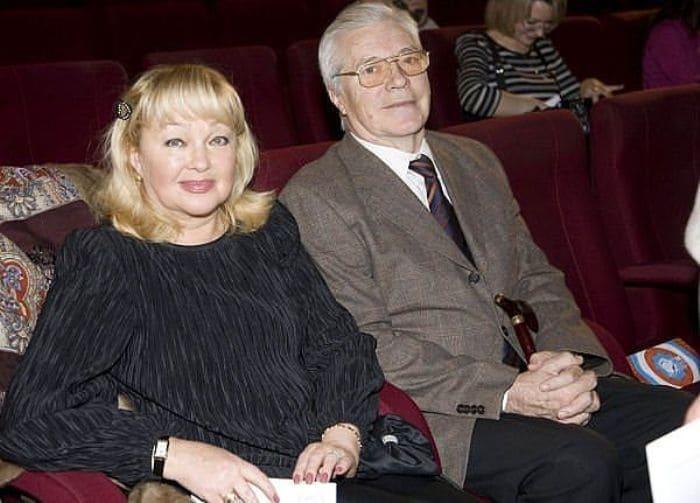 Актер с женой, актрисой Натальей Гвоздиковой | Фото: kino-teatr.ru