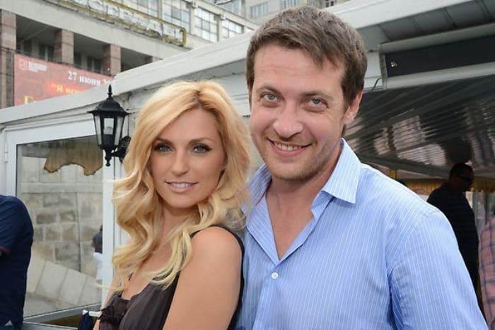 Саша Савельева с мужем, актером Кириллом Сафоновым   Фото: tele.ru