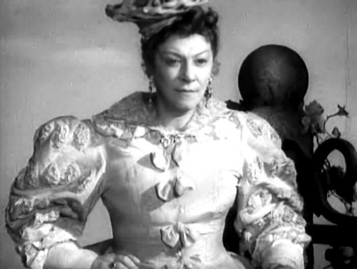 Фаина Раневская в фильме *Золушка*, 1947 | Фото: kino-teatr.ru