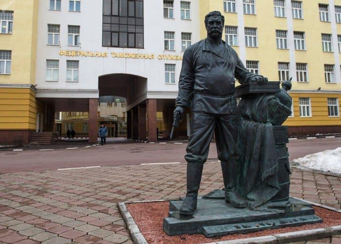 Памятник Павлу Верещагину | Фото: ru.armeniasputnik.am