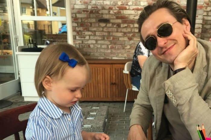 Актер с дочерью | Фото: starhit.ru