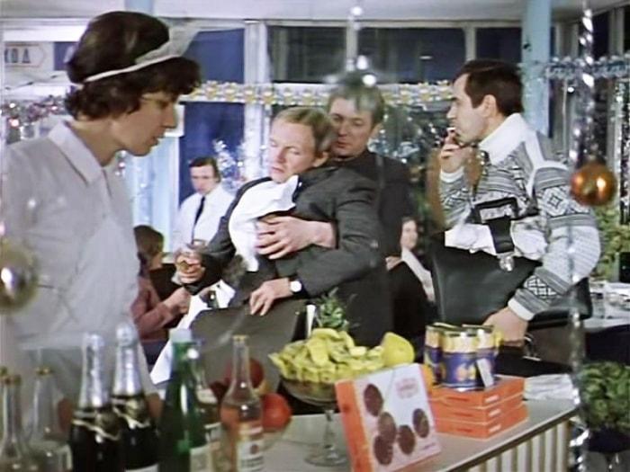 Кадр из фильма *Ирония судьбы, или С легким паром!*, 1975   Фото: kino-teatr.ru