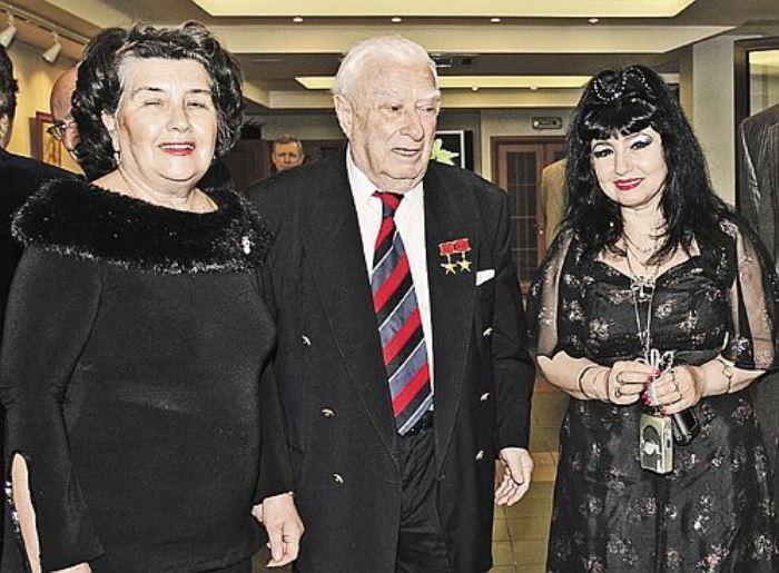 Феликс Гаджиевич Дадаев с женой Ниной и другом семьи В. Лазич | Фото: sfw.so