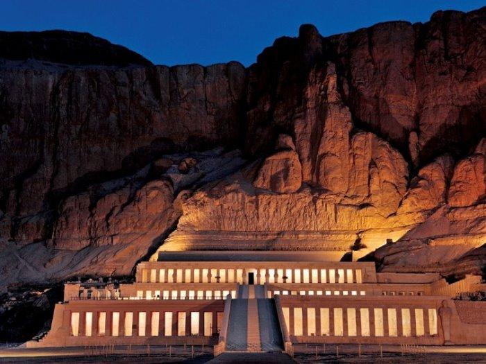 Храм Хатшепсут ночью | Фото: maxpark.com
