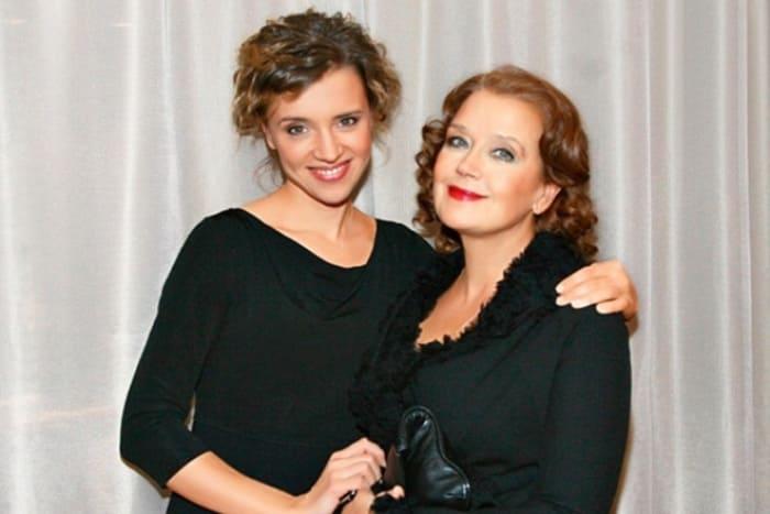 Ирина Алферова с дочерью Ксенией | Фото: 24smi.org