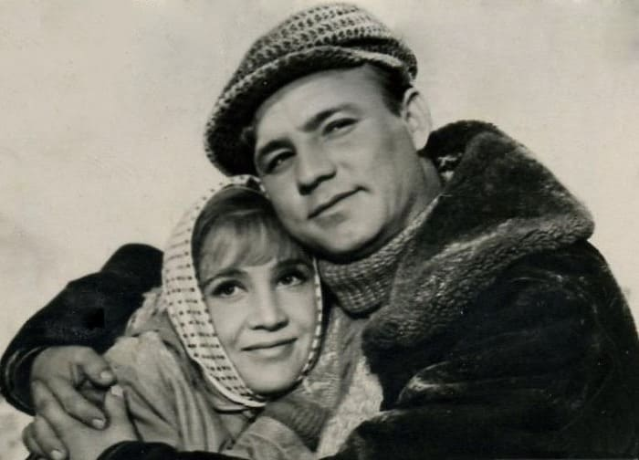 Надежда Румянцева и Николай Рыбников в фильме *Девчата*, 1961 | Фото: kino-teatr.ru