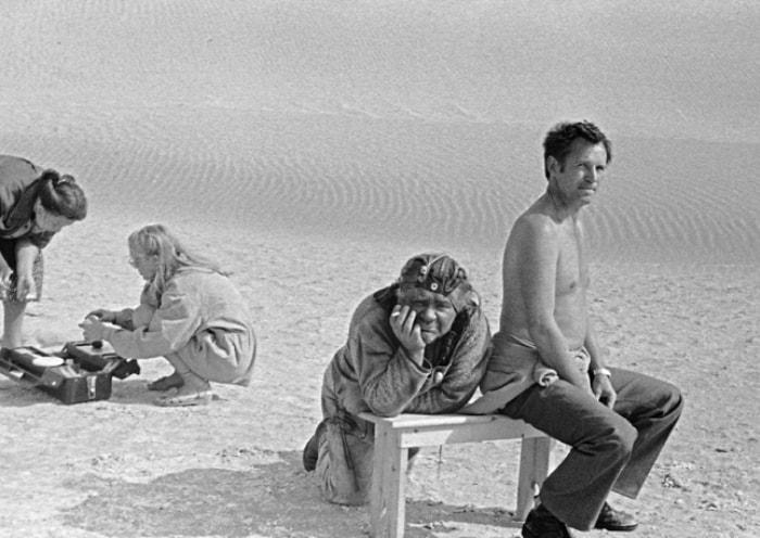 На съемках легендарной трагикомедии *Кин-дза-дза*, 1986 | Фото: kinopoisk.ru