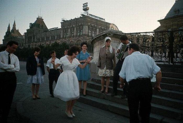 Танцы на улицах | Фото: c.pastvu.com