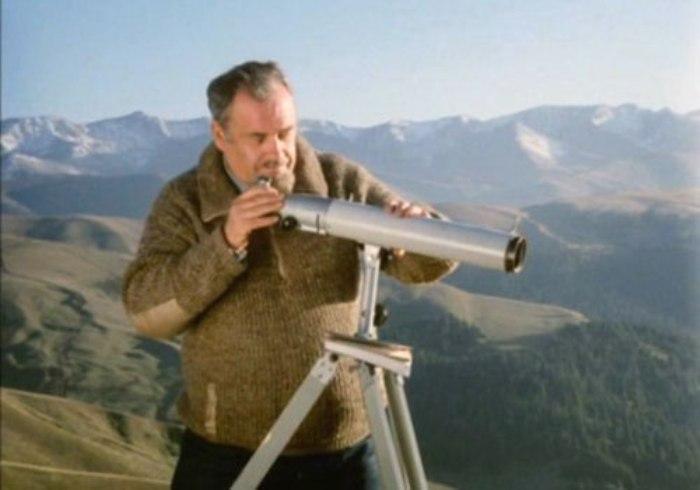 Эльдар Рязанов на съемках фильма *Забытая мелодия для флейты*, 1987 | Фото: kino-teatr.ru
