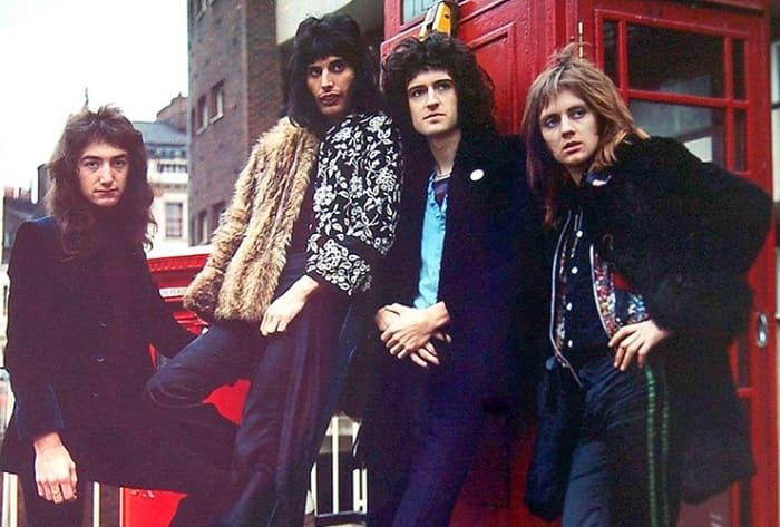 Фредди Меркьюри с группой *Queen* | Фото: cosmo.ru