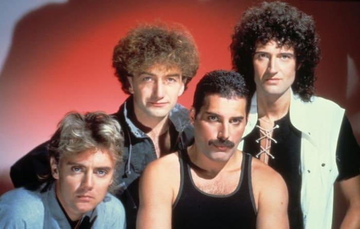 Фредди Меркьюри с группой *Queen* | Фото: adme.ru