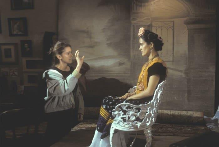 Джули Тэймор и Сальма Хайек на съемках фильма *Фрида*, 2002   Фото: tvkinoradio.ru