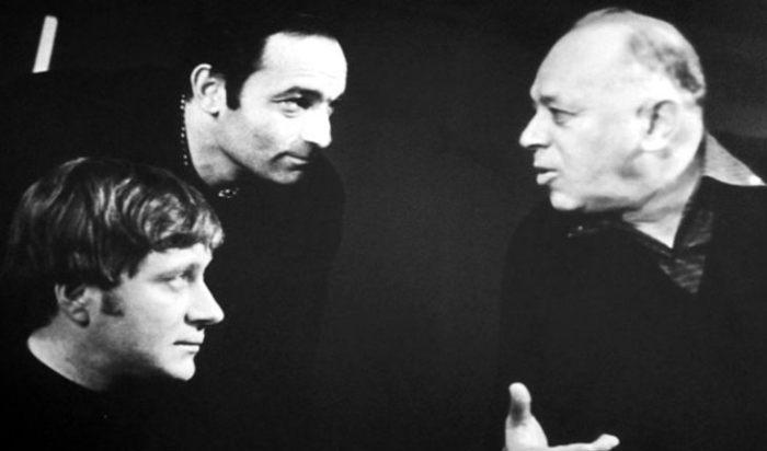 Андрей Миронов, Валентин Гафт и Валентин Плучек на театральной сцене   Фото: uznayvse.ru