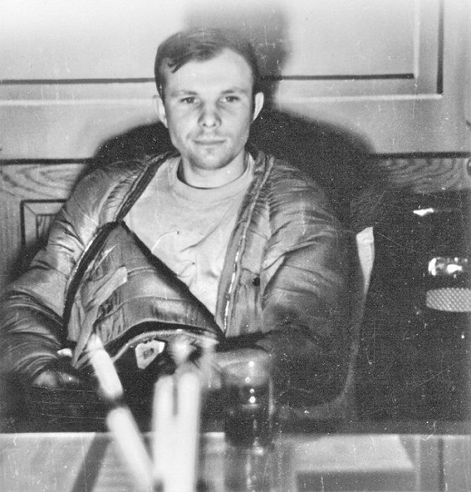Юрий Гагарин спустя несколько часов после полета в космос