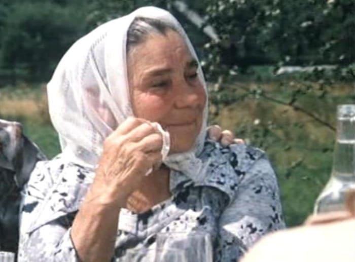 Кадр из фильма *Белые росы*, 1983 | Фото: kino-teatr.ru