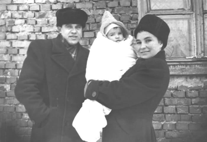 Актриса со вторым мужем, Павлом Пекуром, и дочерью Татьяной | Фото: kino-teatr.ru