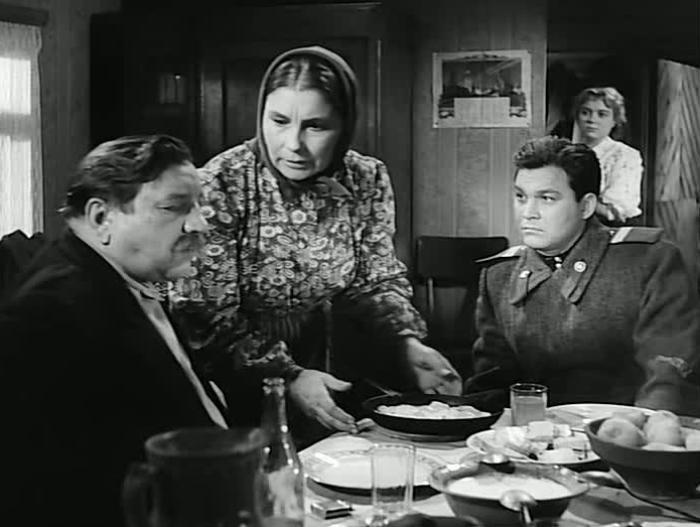 Кадр из фильма *Счастье надо беречь*, 1958 | Фото: kino-teatr.ru