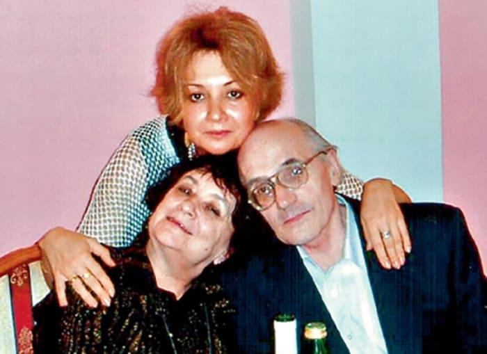 Писательница с семьей | Фото: 24smi.org
