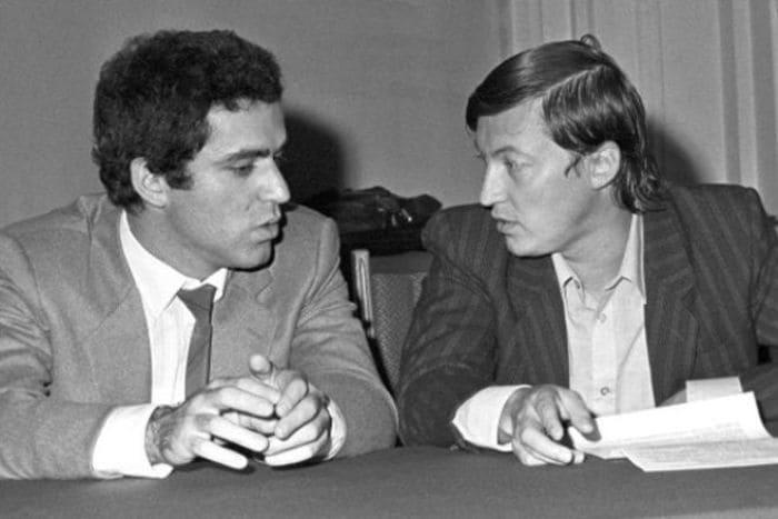 Гарри Каспаров и его главный соперник – Анатолий Карпов | Фото: 24smi.org
