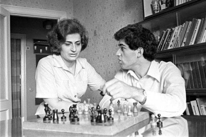 Гарри Каспаров с матерью | Фото: chesswood.ru