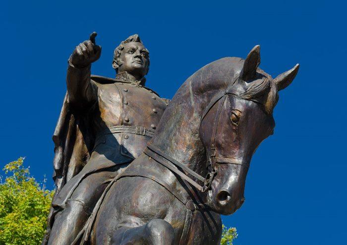 Памятник генералу Ермолову в Пятигорске | Фото: ruskombat.info