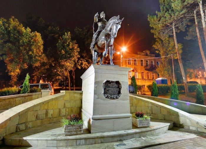 Памятник генералу Ермолову в Пятигорске | Фото: kmvtoday.ru