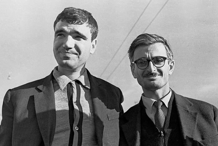 Геннадий Шпаликов и Марлен Хуциев на съемках фильма *Застава Ильича*, 1963 | Фото: raven-yellow.livejournal.com