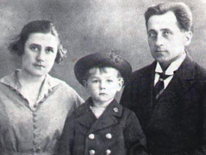 Георг Отс с родителями | Фото: culture.ru