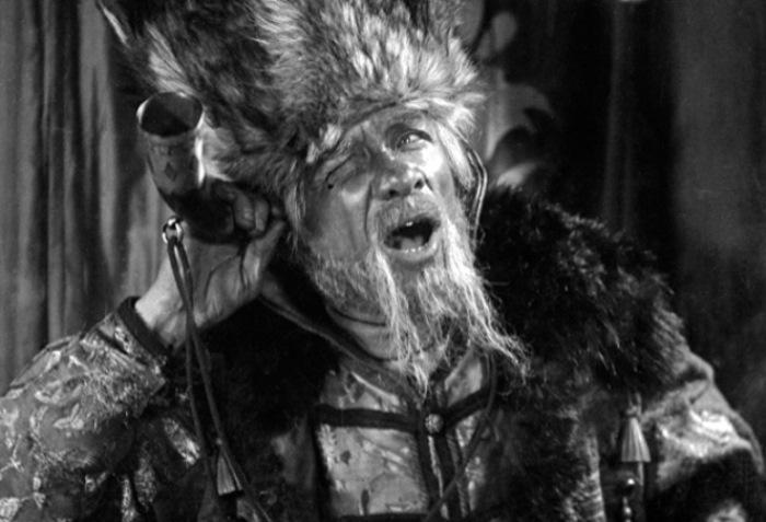 Георгий Милляр в роли Царя Гороха. Кадр из фильма *По щучьему веленью*, 1938