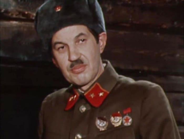 Георгий Бурков в фильме-спектакле *Волоколамское шоссе*, 1984 | Фото: kino-teatr.ru