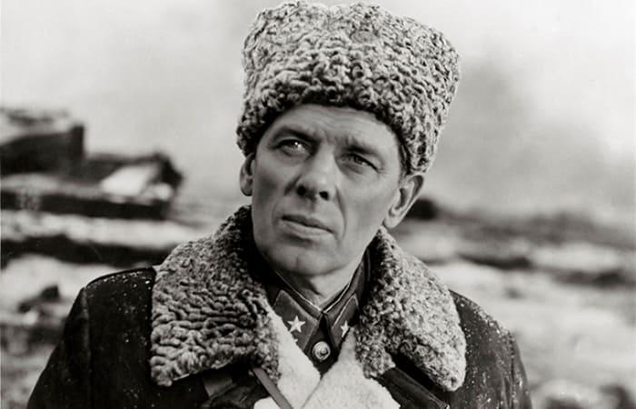 Георгий Жженов в фильме *Горячий снег*, 1972 | Фото: aif.ru