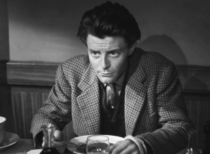 Жерар Филип в фильме *Такой прелестный маленький пляж*, 1949 | Фото: kino-teatr.ru