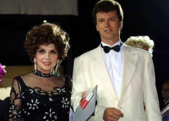 Актриса со своим молодым женихом – Хавьером Ригау | Фото: uznayvse.ru