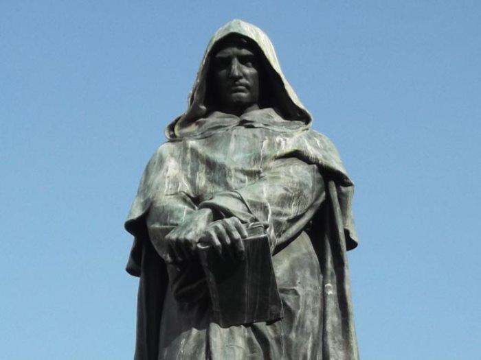 Памятник Джордано Бруно в Риме | Фото: eg.ru