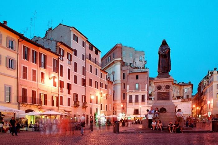 Памятник Джордано Бруно в Риме | Фото: aif.ru