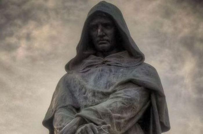 Памятник Джордано Бруно в Риме | Фото: taday.ru