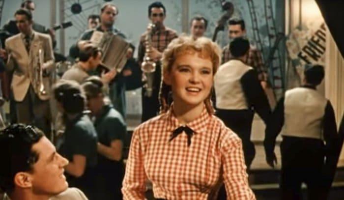 Людмила Гурченко в фильме *Девушка с гитарой*, 1958 | Фото: mos.ru