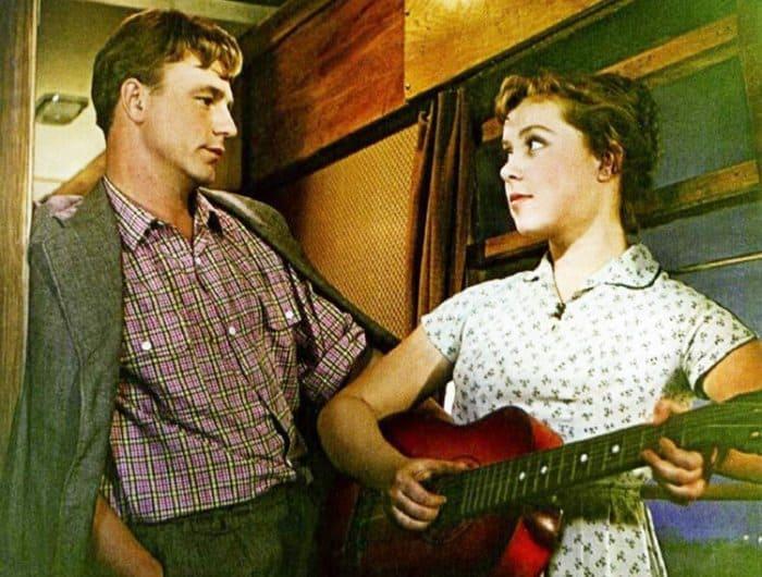 Кадр из фильма *Девушка без адреса*, 1957 | Фото: kino-teatr.ru