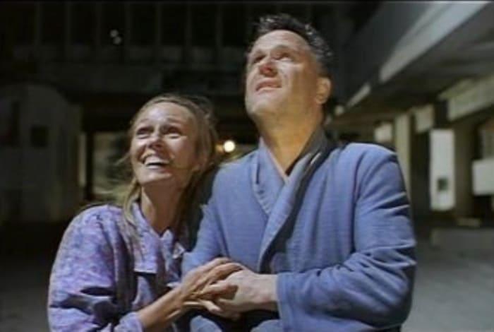 Николай Еременко и Наталья Андрейченко в фильме *Подари мне лунный свет*, 2001 | Фото: kinomania.ru