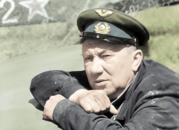Алексей Смирнов в фильме *В бой идут одни старики*, 1974 | Фото: kino-teatr.ru