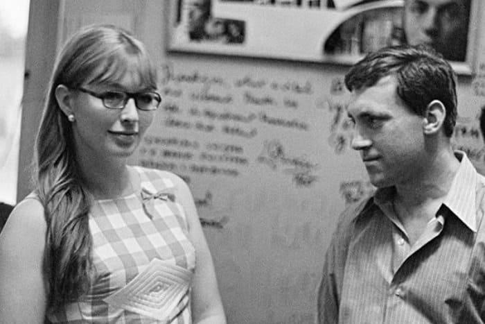Марина Влади и Владимир Высоцкий в день празднования 10-летнего юбилея Театра на Таганке, 1974 | Фото: rg.ru
