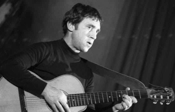 Поэт, музыкант, актер Владимир Высоцкий | Фото: kino-teatr.ru