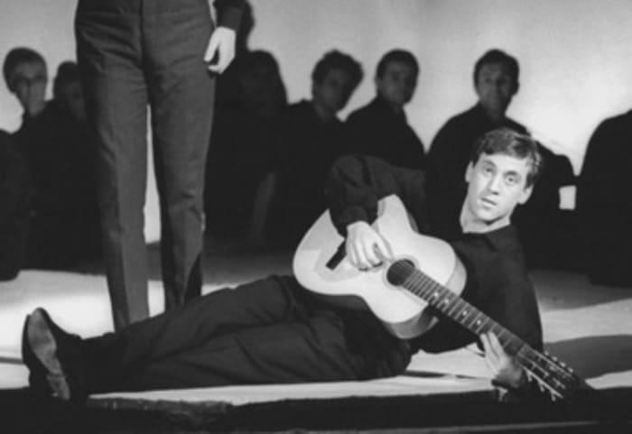 Артист в спектакле *Антимиры* в Театре на Таганке, 1966 | Фото: ixbt.photo