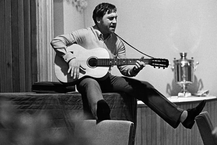 Артист во время закрытия сезона в Театре на Таганке, 1968 | Фото: rg.ru