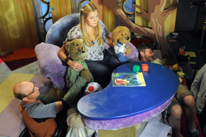 Ведущая Анна Михалкова с актерами в студии | Фото: lenta.ru