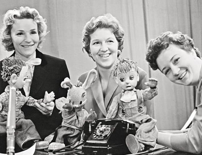 Ведущая Валентина Леонтьева в первой студии программы *Спокойной ночи, малыши!*, 1960-е гг. | Фото: photo.qip.ru