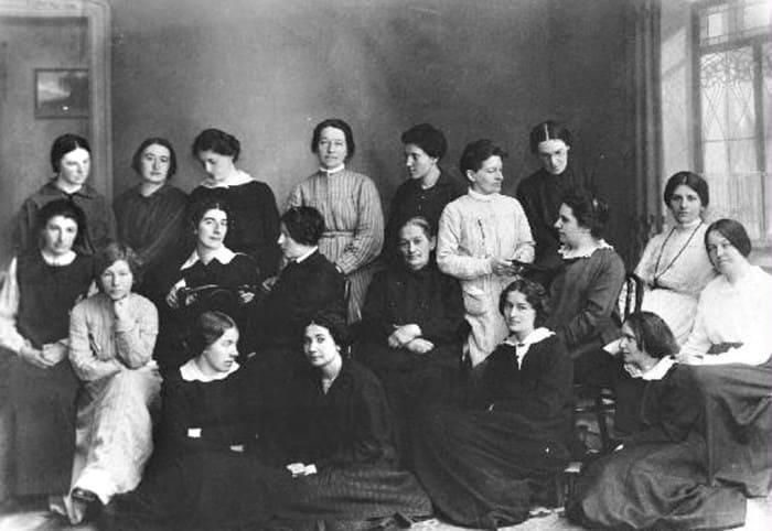 Екатерина Бибергаль (третья слева в верхнем ряду), Нерчинская каторга, 1917 | Фото: feomag.ru