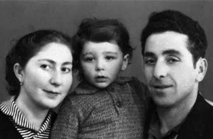 Григорий Лепсверидзе в детстве с родителями | Фото: uznayvse.ru