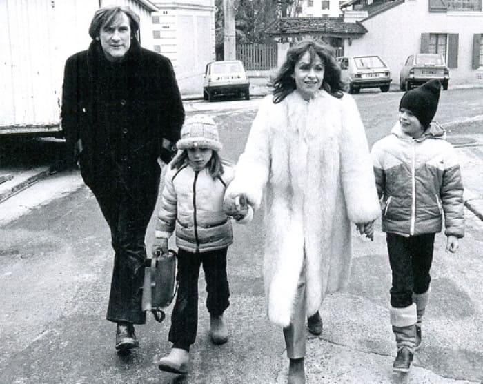 Жерар Депардье и Элизабет Гиньо с детьми | Фото: kinokopilka.pro